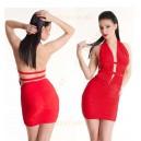 Красное платье с глубоким вырезом